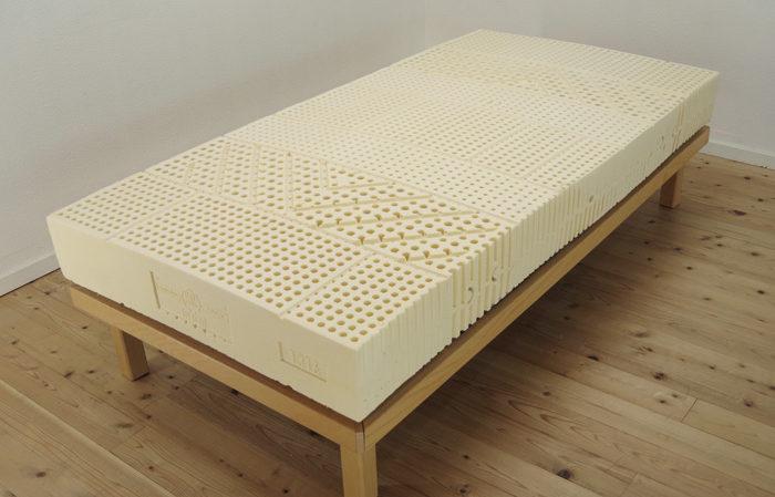 通をうならせる最高の寝心地。天然素材のラテックスマットの製造工程