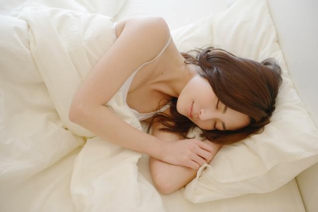 女性特有の睡眠不足で悩んでいるあなたへ〜体と眠りの仕組みをプロが徹底解説!