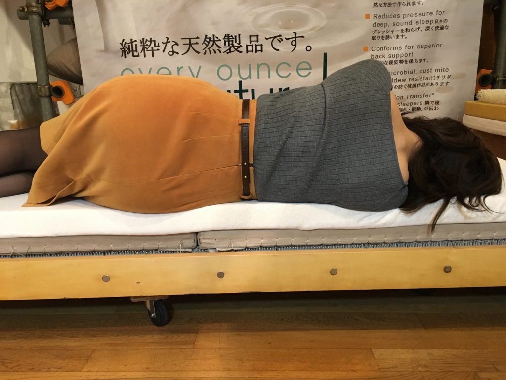 畳の上にラテックストッパー 横向き寝