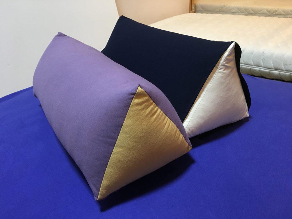 腰痛用 三角形足枕