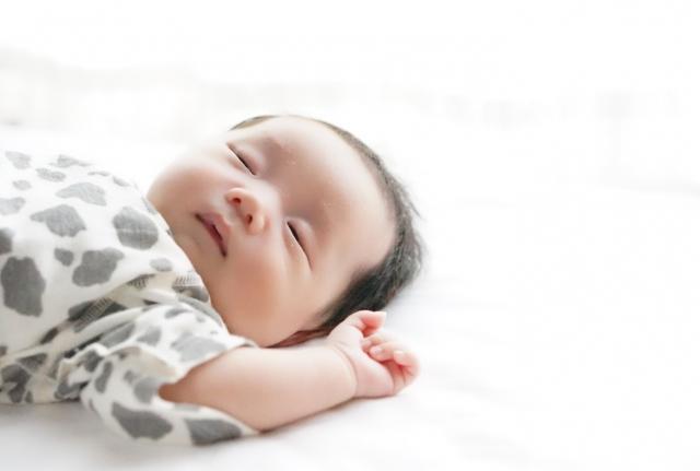 0歳から始める快適な睡眠環境!夏前までに決める大切な◯◯