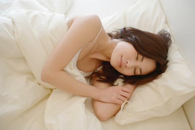 睡眠ホルモンのメラトニン分泌が鍵だった!快眠できるシンプルな鉄則
