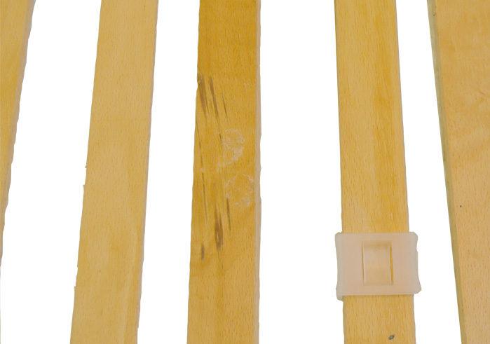 バーの裏側の木材の変色
